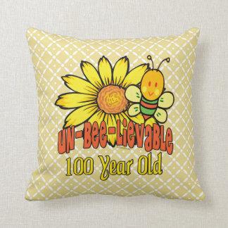 100. Geburtstag - unglaublich bei 100 Jahren alt Kissen
