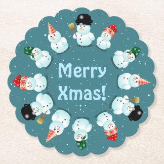 12 glückliche Schneemänner