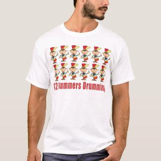 12 Schlagzeuger, die T - Shirts trommeln