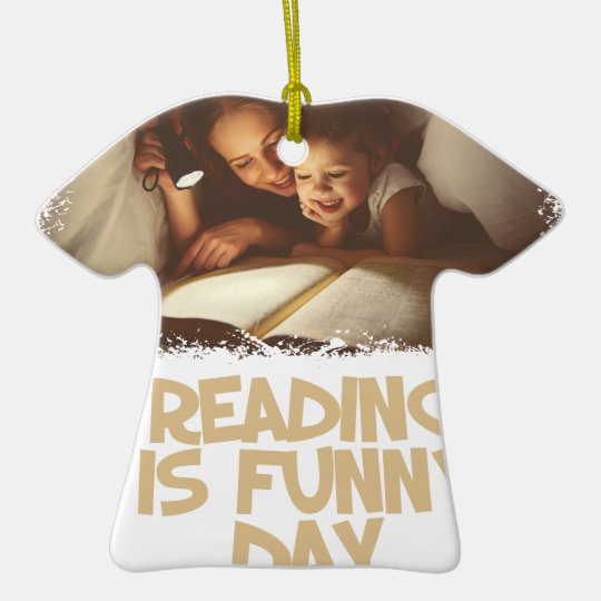 1. April - Lesung ist lustiger Tag Keramik T-Shirt-Ornament