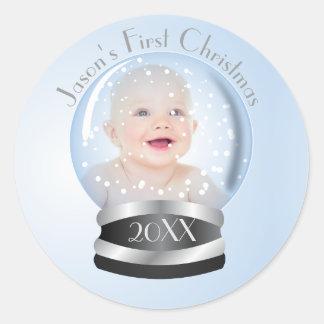 1. Foto Babys blauer Junge der Schnee-Kugel Runder Aufkleber