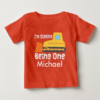 1. Geburtstags-Bau-Planierraupen-Gewohnheits-T - Baby T-shirt