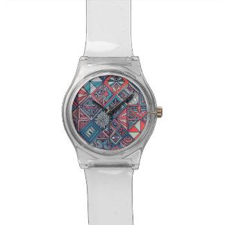 28. Mai weiße Uhr mit aquamarinem geometrischem