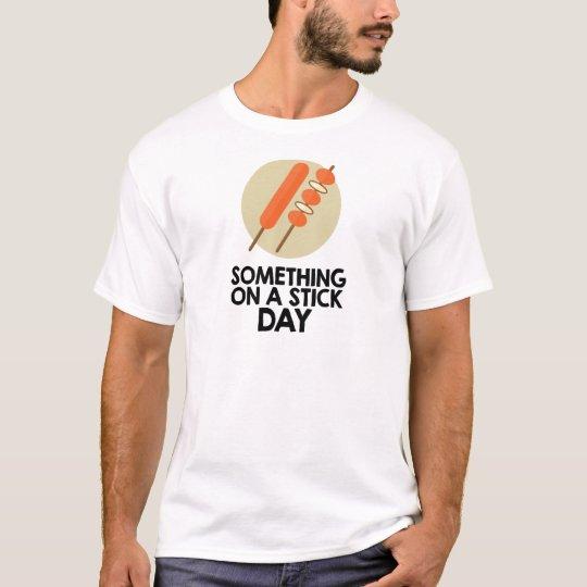 28. März - etwas an einem Stock-Tag T-Shirt