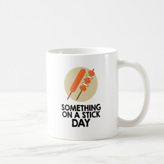 28. März - etwas an einem Stock-Tag Tasse