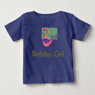 2. Geburtstags-Mädchen mit einem rosa Flamingo Baby T-shirt