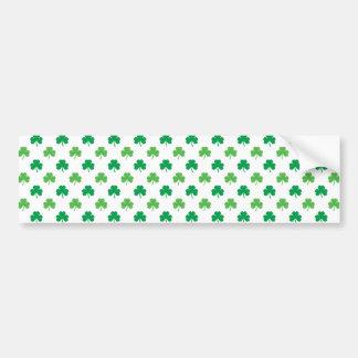 2-Shades der grünen Kleeblätter auf weißem St Autoaufkleber