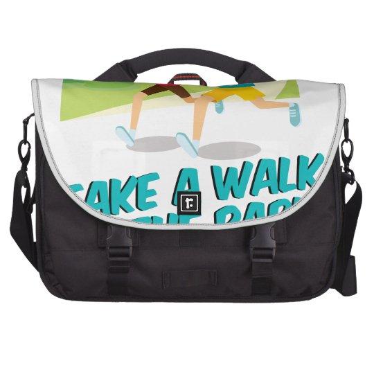 30. März - machen Sie einen Spaziergang am Notebook Tasche