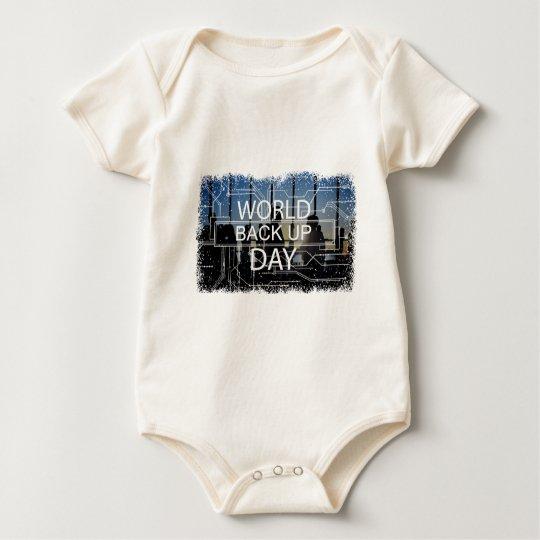 31. März - Weltaushilfstag Baby Strampler