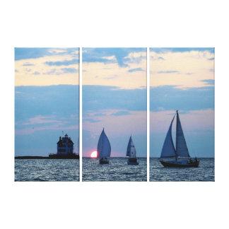 3 Schiffe am Sonnenuntergang wickelten Leinwanddruck