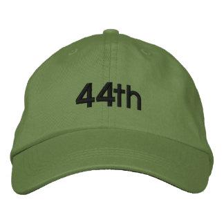44. BESTICKTE KAPPE