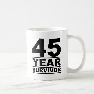 45-jähriger Überlebender Kaffeetasse