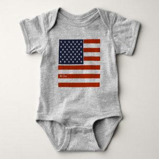 """4. von Juli-amerikanischer Flagge """"ist freier"""" Baby Strampler"""
