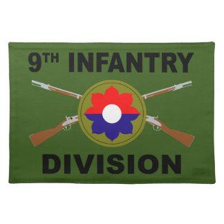 9. Infanteriedivision - gekreuzte Gewehre - mit Stofftischset