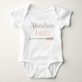 Abenteuer erwartet Baby-Ausstattung Baby Strampler
