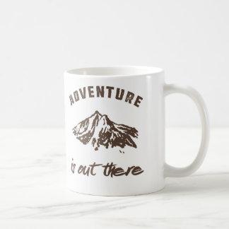 Abenteuer ist dort draussen, Brown und Weiß Tasse