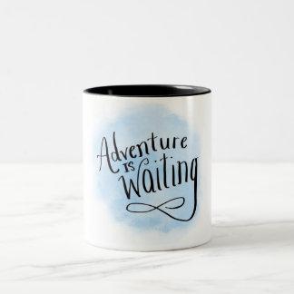 Abenteuer ist wartete zweifarbige tasse