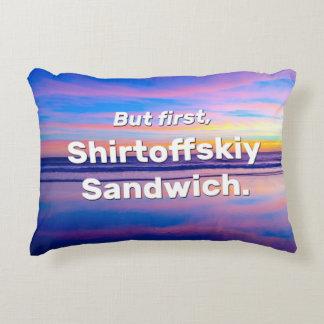 Aber zuerst, Shirtoffskiy Sandwich Dekokissen