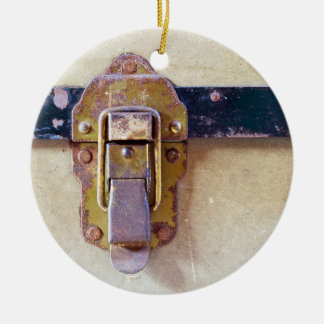 Abgenutzter Fang auf alter Fall-Keramik-Verzierung Keramik Ornament