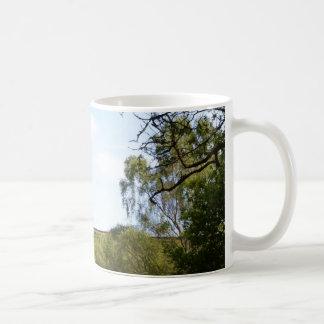 Abgeschiedene Bäume auf dem Ridge Kaffeetasse