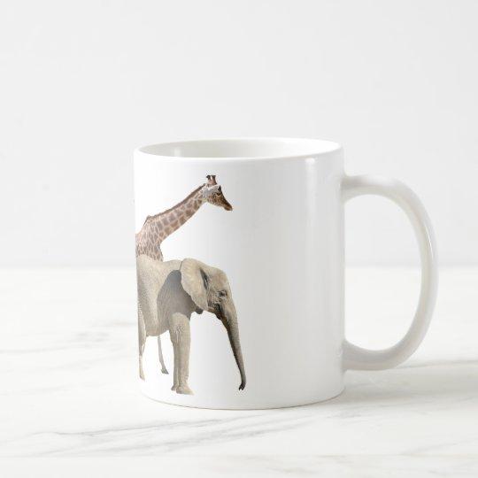 Abgeschiedenes Giraffen- und Elefantgehen Tasse