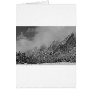 Abgewischte Flatirons tiefe Wolken Boulder Karte