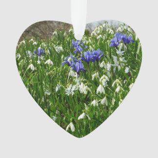 Abhang der frühen Frühlings-Blumen-Landschaft Ornament