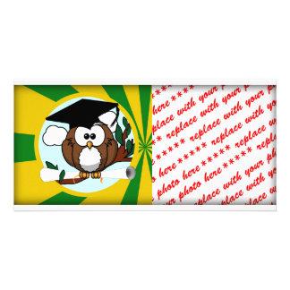 Abschluss-Eule mit Grün-und Goldschulfarben Fotokartenvorlagen