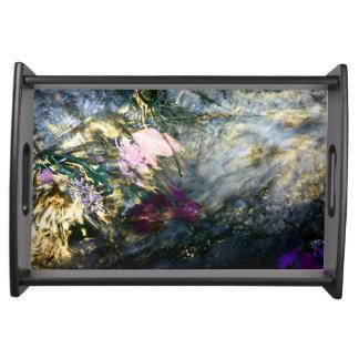 Abstrakte Blume im Wasser Tablett
