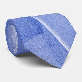Abstrakte Bürste-Anschläge in hellblauem Krawatte