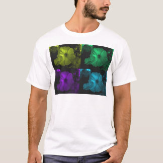abstrakte Petunie flowers.jpg T-Shirt