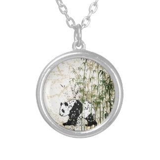Abstrakter Panda im Bambuswald Halskette Mit Rundem Anhänger