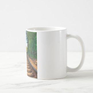 Abstraktes tägliches entlang den Bahnen Kaffeetasse