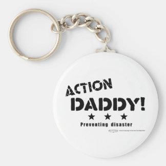 ActionDaddy!: Verhindern des Desasters Standard Runder Schlüsselanhänger