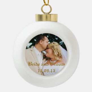 Addieren Sie Hochzeits-Foto oder -andere Keramik Kugel-Ornament