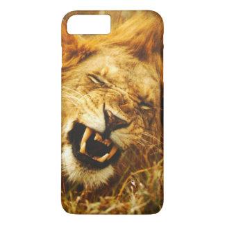 Afrika, Kenia, Maasai Mara. Männlicher Löwe. Wild iPhone 8 Plus/7 Plus Hülle