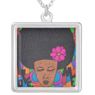 Afro-Frau Versilberte Kette