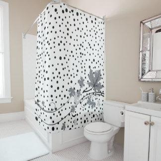 Ahorn verlässt die grauen und schwarzen duschvorhang