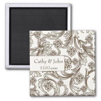 Aimant Brown et mariage floral blanc de ressort