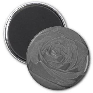 Aimant mélancolique de rose de gris