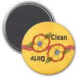 Aimant sale propre de lave-vaisselle de fleur jaun