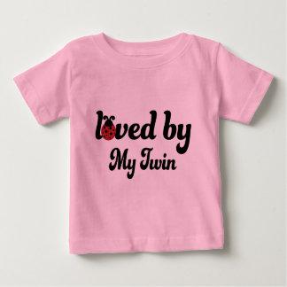 Aimé par mon cadeau jumeau tshirts