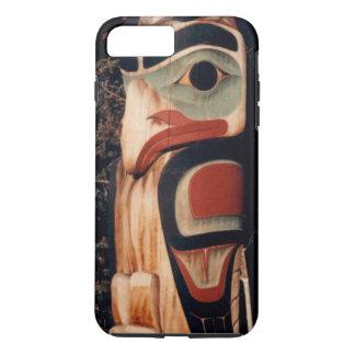 Alaskan schnitzte den entworfenen Totempfahl iPhone 8 Plus/7 Plus Hülle