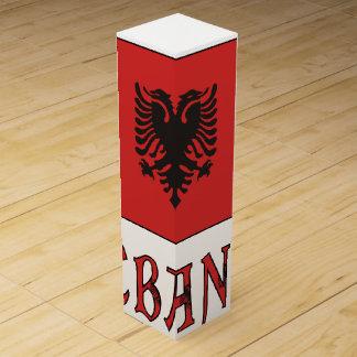 Albanien-Flagge andWord Weinbox