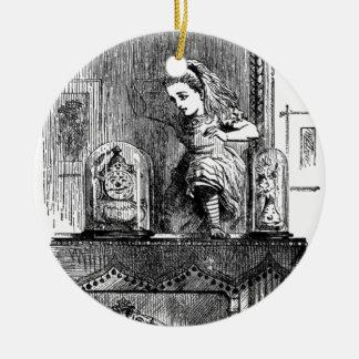 Alice in einem Spiegel Rundes Keramik Ornament