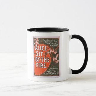 Alice sitzen durch das Feuer-großes Tasse