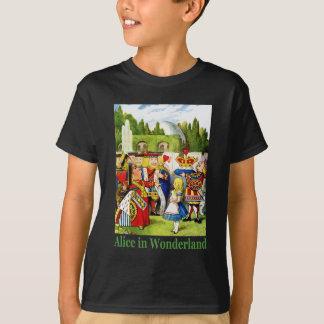 Alice und die Königin der Herzen im Märchenland T-Shirt