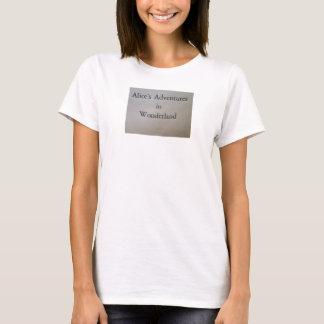 Alices Abenteuer im Märchenland - Titel T-Shirt
