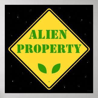 Alien-Eigentums-Verkehrsschild Poster