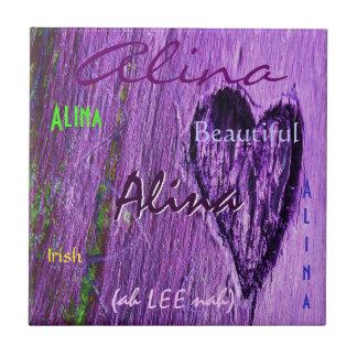 Alina irische Namensbedeutung mit lila Herzen Fliesen